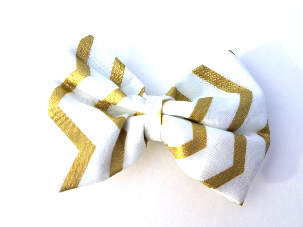 Gold Chevron Bow D104