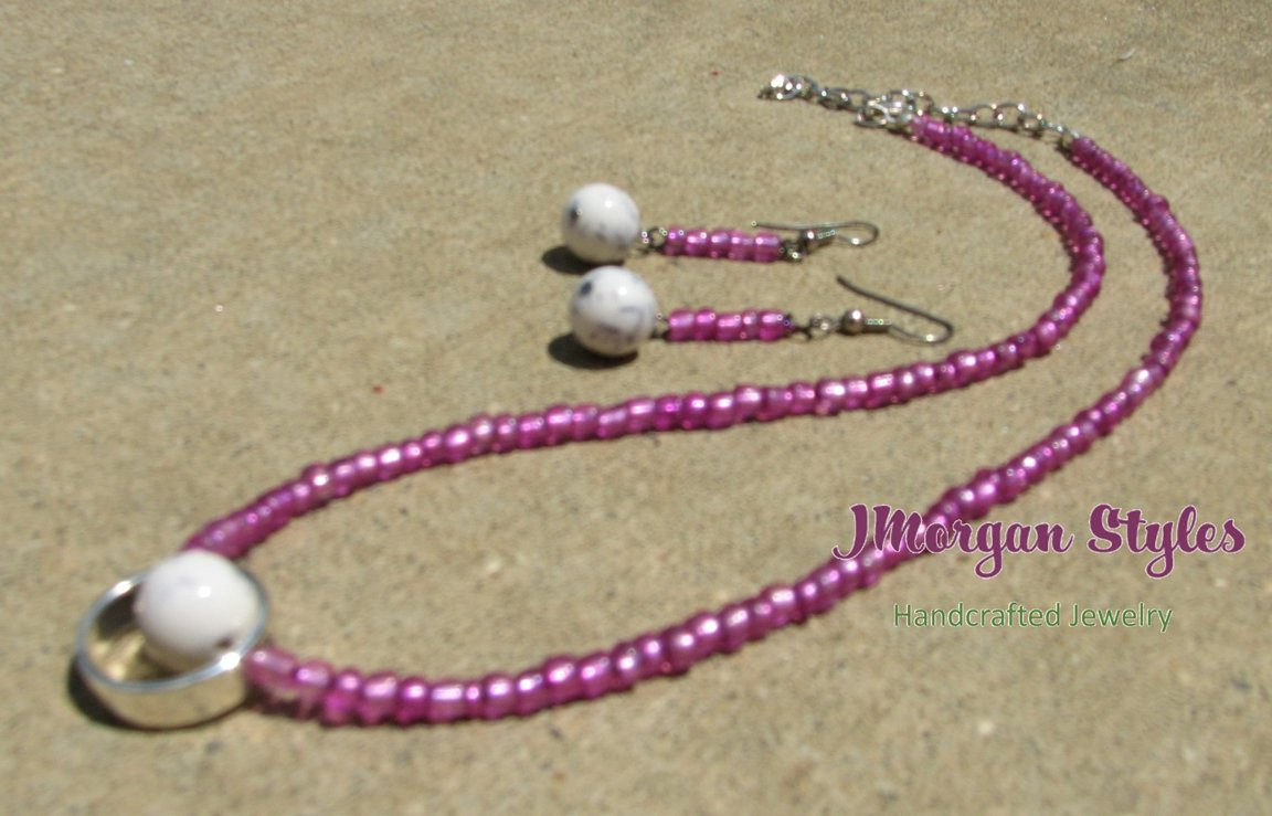Pink Eyed Necklace M138